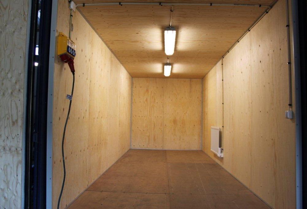 köpa eller hyra 20 fot container isolerad